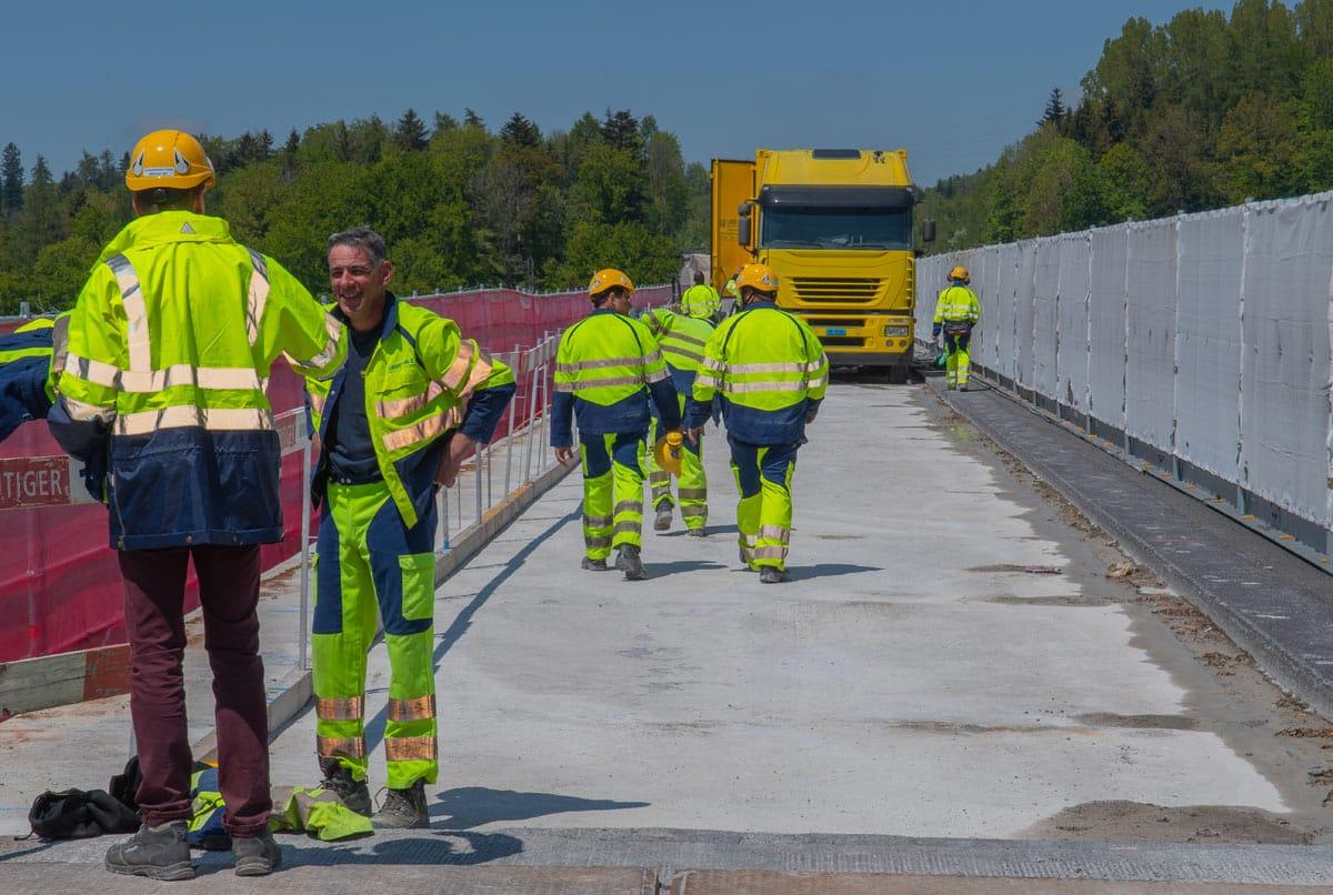 Groupe d'ouvriers sur un chantier